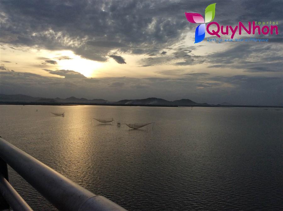 Hoàng hôn tại Cầu Thị Nại (Cầu vượt biển dài nhất ĐNA)
