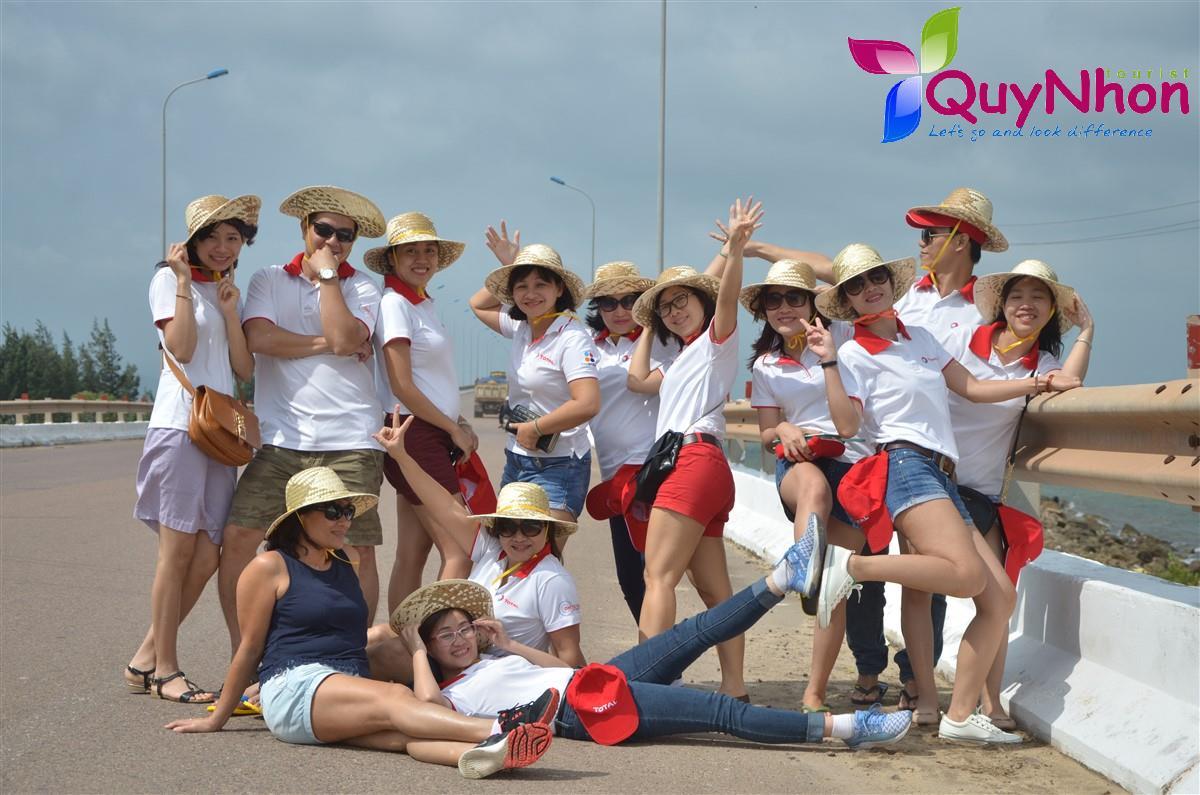 Tạo dáng chuyên nghiệp tại Cầu Thị Nại - Cầu Vượt biển dài nhất Đông Nam Á